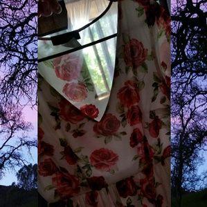 Dresses - Floral summer dress 🌹